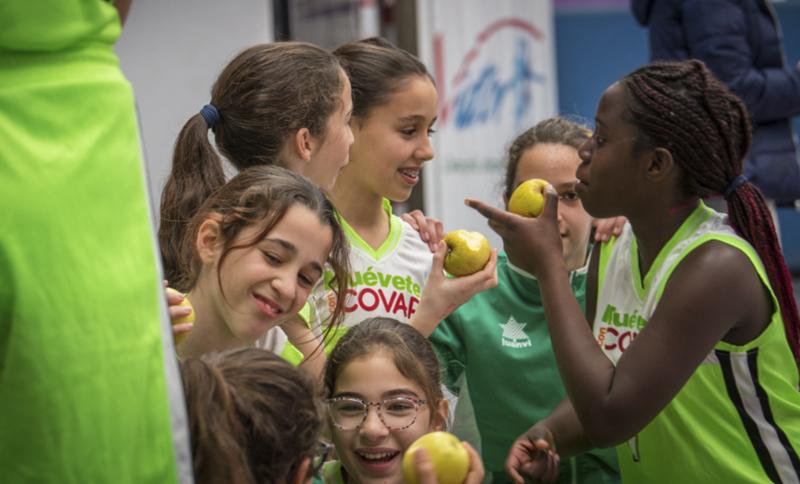La importancia de la fruta en el deporte infantil